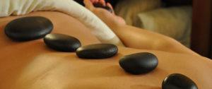 massaggio-ayurvedico-pietre-3